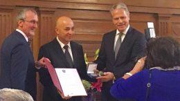 Връчване на почетен сребърен медал на Филип Филипов